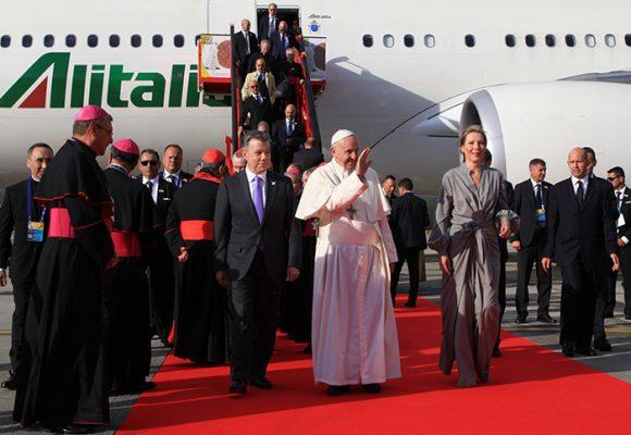 En Fotos: así fue la llegada del Papa Francisco a Colombia