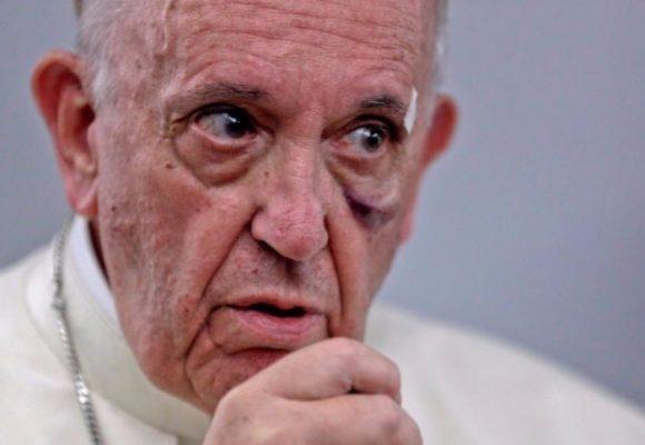 El papa regañó a los negacionistas y a Trump