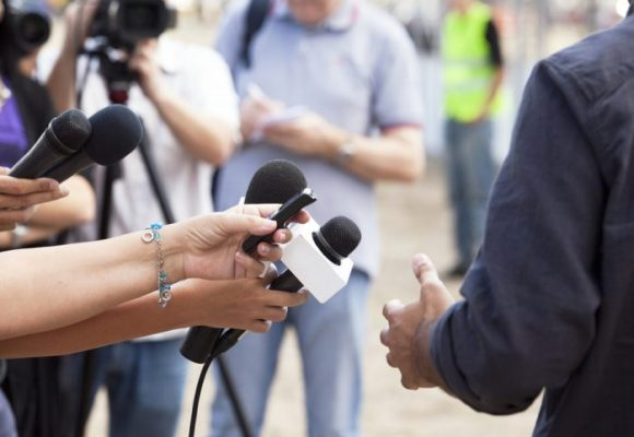 El periodismo, entre el fango y la política