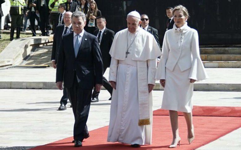 """La primera dama colombiana, """"Tutina"""", ¿una reina católica de dónde?"""