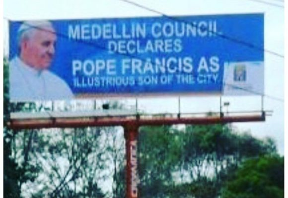 Concejo de Medellín no se ha enterado que el papa es argentino
