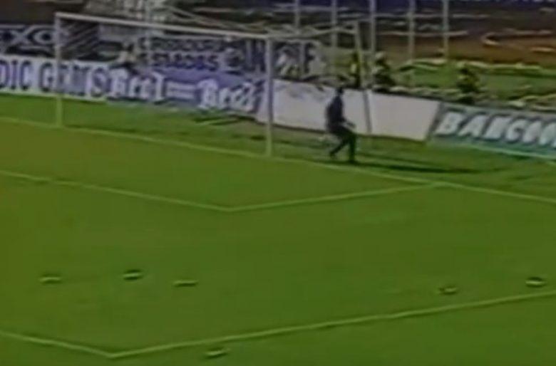 Video: El día que Faryd Mondragón se dejó meter el gol más estúpido de la historia