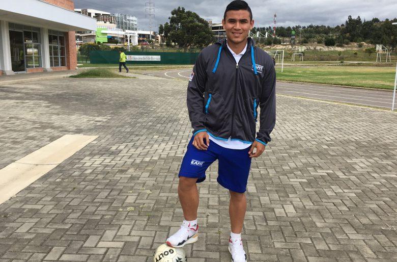 Jugando Futbol El Guajiro Rojas Quiere Dejar En Alto Su Region