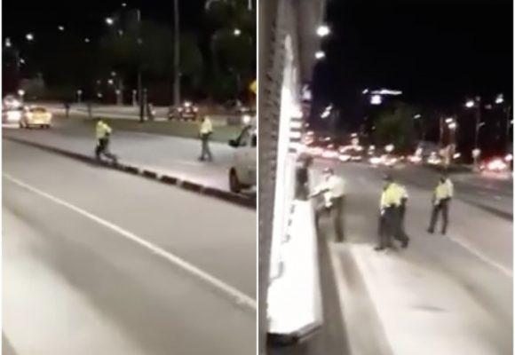 VIDEO: La grosería de los policías: colada masiva en TransMilenio