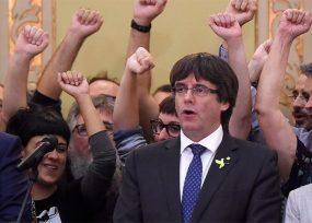 Puigdemont y cinco consejeros se refugian en Bruselas