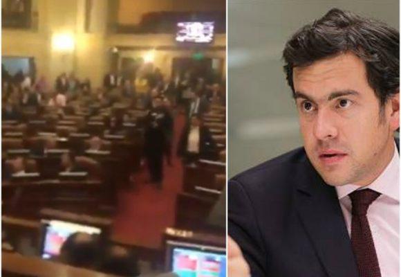 Rodrigo Lara intentó tumbar la Reforma Política a media noche en el Congreso. VIDEO