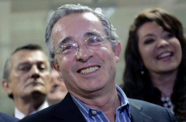 """""""Los enemigos del país y de las instituciones son otros y no Álvaro Uribe Vélez"""""""