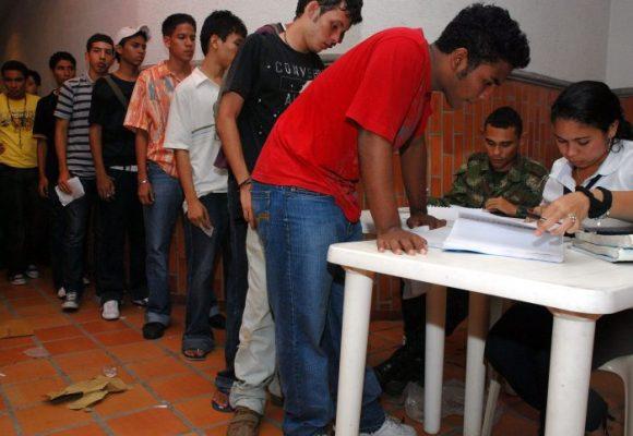 Cómo los jóvenes siguen jodidos por la libreta militar para trabajar