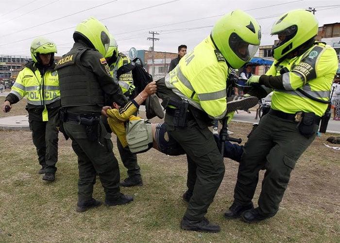 Resultado de imagen para brutalidad policia colombiana