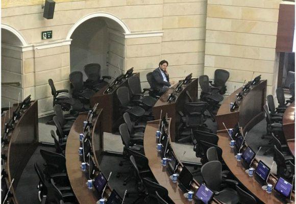 El reloj corre y el congreso está vacío