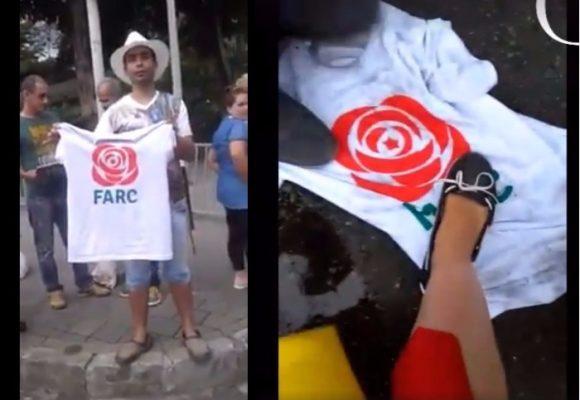 """""""Quémenla, quémenla"""": Los uribistas en Medellín siguen alentando el odio hacia las Farc"""