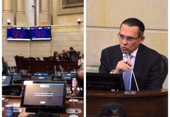 Efraín Cepeda, presidente del Senado, no ha cumplido con su misión: quórum para la JEP. VIDEO