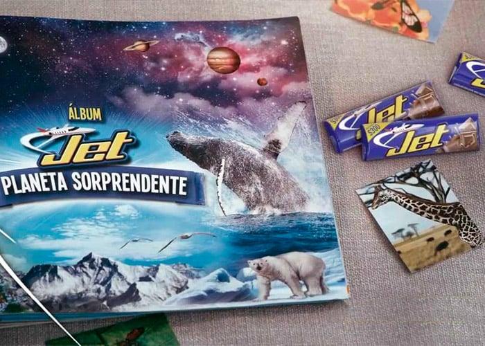 La historia detrás de las monas que se saborean con una chocolatina Jet