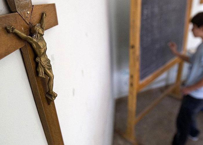 """""""Los colegios oficiales del Estado no pueden seguir siendo centros de adoctrinamiento cristiano"""""""