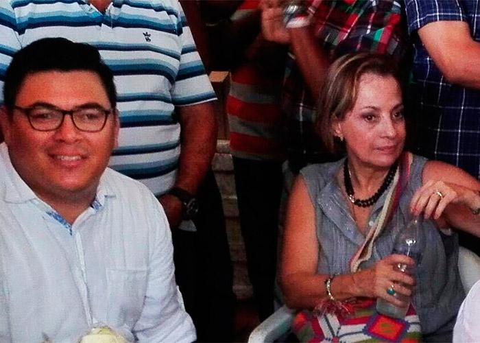 Con billetes de 20 mil y boletas para la corraleja, la senadora Teresita García prepara su sucesión. Video