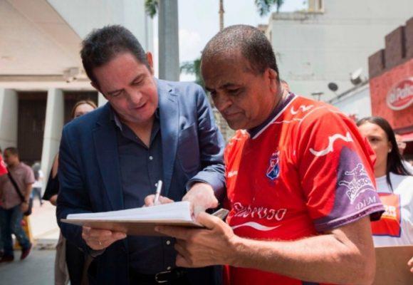 Firme aquí: democracia a la colombiana