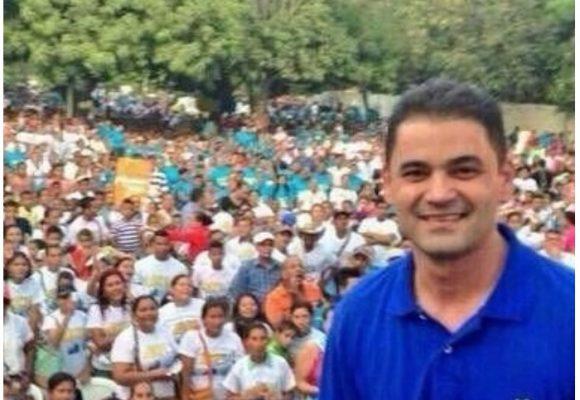 Concierto + gorras + camisetas: Ape Cuello llenó plaza en Valledupar