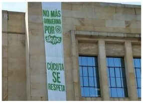 Protesta contra condenado Ramiro Suárez en alcaldía de Cúcuta