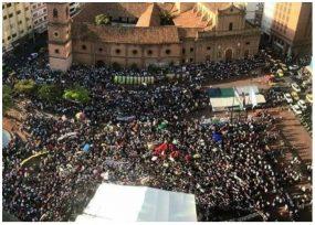 Frente a la gobernación del Valle, Petro llenó plaza