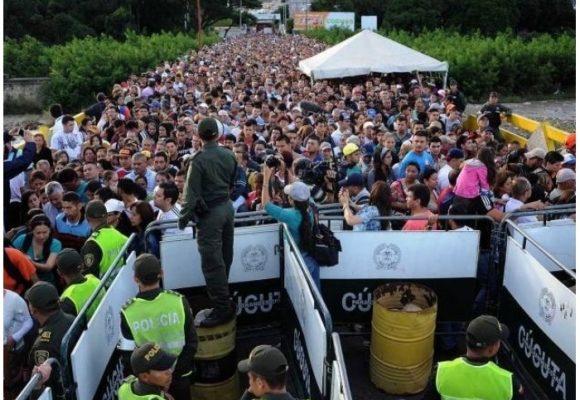 Ciento dos mil venezolanos listos para votar en las elecciones colombianas