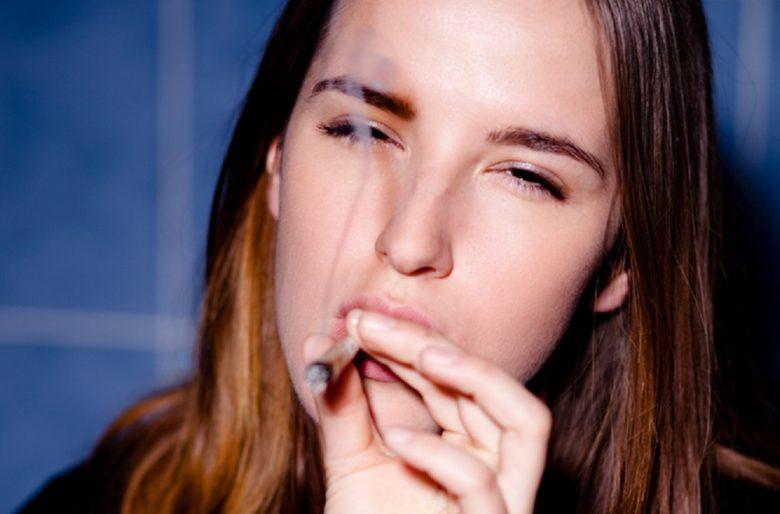 Fumar bareta: un placer de mujeres inteligentes