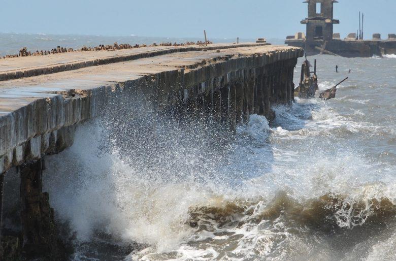 Puerto Colombia, el muelle marítimo que se ahoga en el olvido