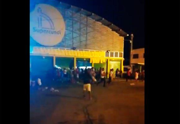 Video: 400 personas saquean supermercados señalados de ser de las Farc