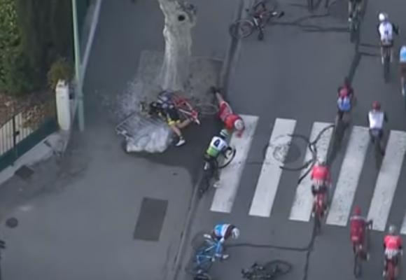 La caída donde casi se mata Esteban Cháves. Video