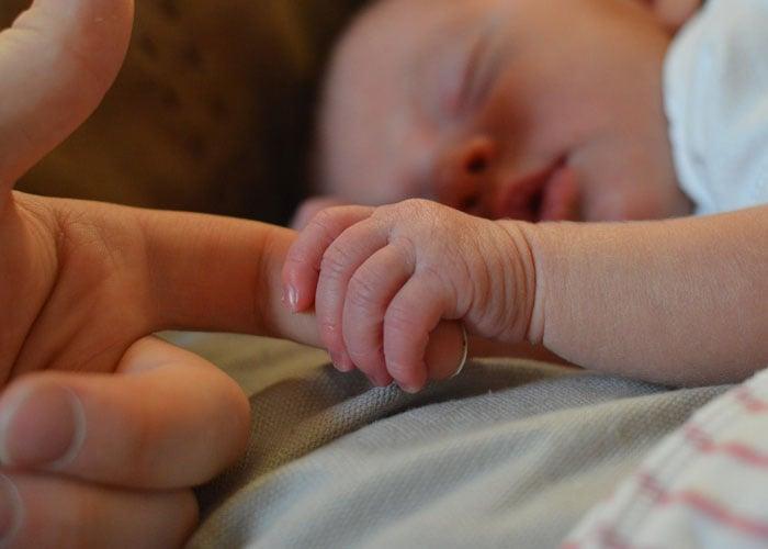 La mano que mece la cuna, es la mano que domina al mundo