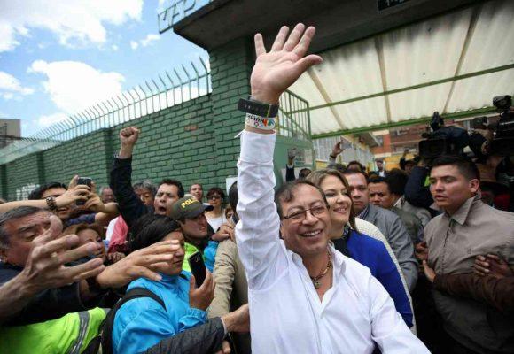 Gustavo Petro y sus promesas de personero de colegio