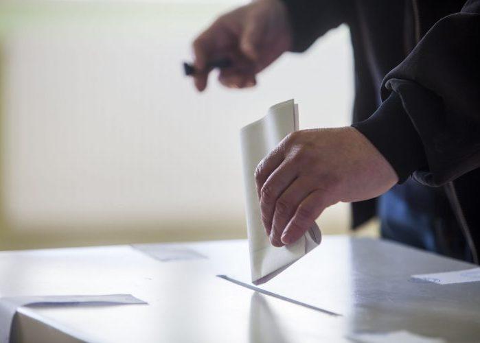 Que los principios y valores de su candidato, incluyendo su pasado, guíen su voto