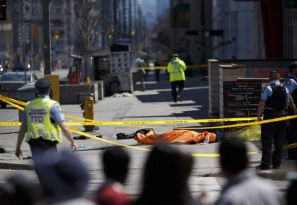 """""""Tengo un arma, dispárenme"""" el atacante de Toronto a la policía"""
