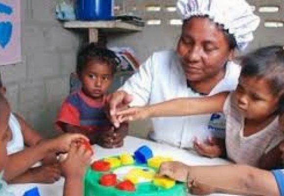 Las madres comunitarias: heroínas del trabajo y cuidadoras de la niñez colombiana