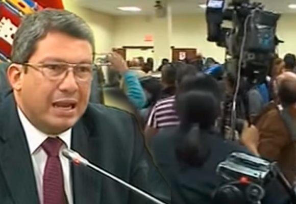"""""""Nos faltan tres"""" el grito de rabia de los periodistas contra el gobierno de Lenín Moreno"""
