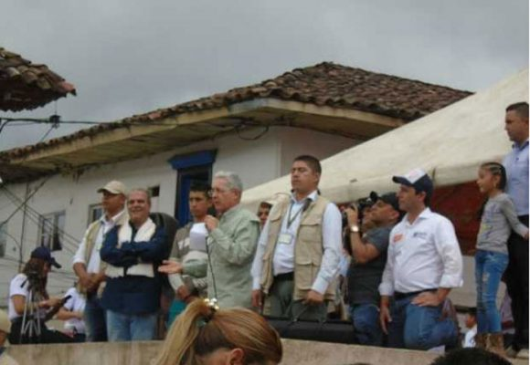 """Uribe, retráctese, la Universidad de Caldas se respeta"""