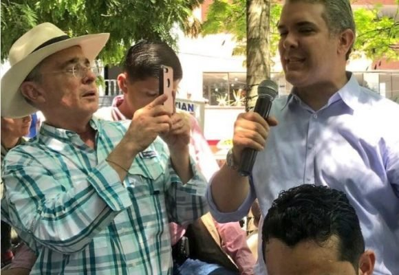En más que el teflón es insólito el caso de Uribe