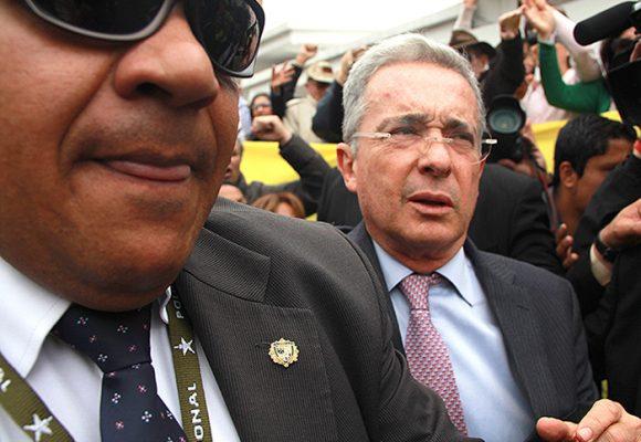 Más escoltas para el expresidente Uribe