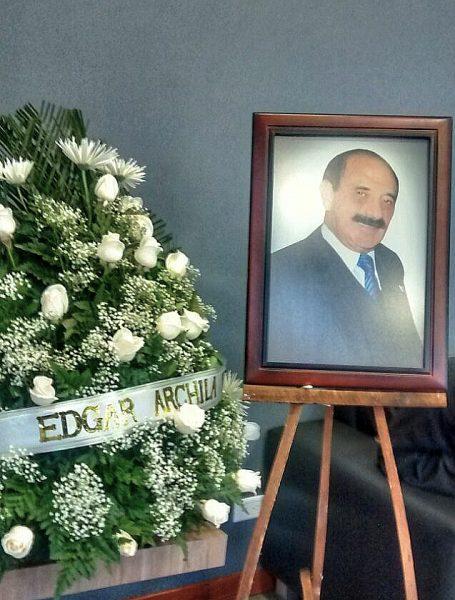 La corona principal, junto al retrato de Uldarico Peña, era la de Edgar Archila, abogado y socio de Eljayek Uldarico Peña Buitrago, hijo del zar de los taxis.