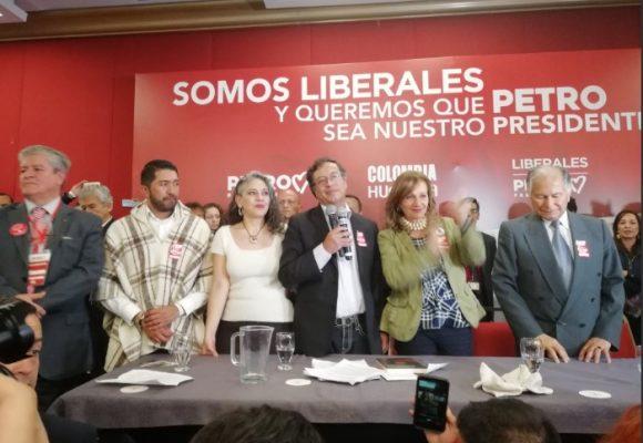Sectores liberales se le abren a De la Calle y se van con Petro