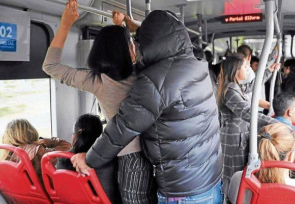 Entre la multitud y el acoso: ser mujer en TransMilenio