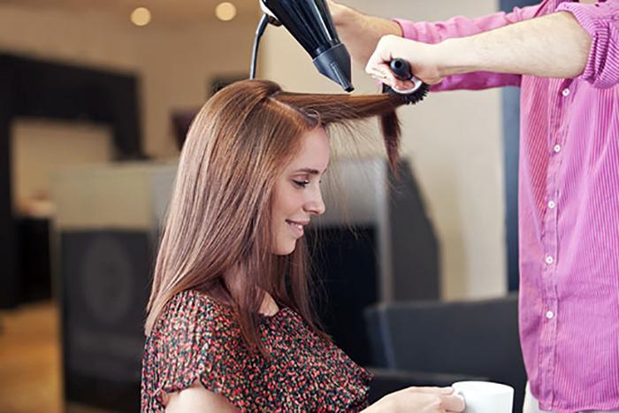 """Entre peluquería y """"lavandería"""""""