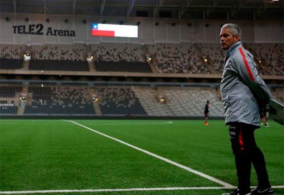 Al entrenador Reinaldo Rueda le están cobrando en Chile el ser colombiano