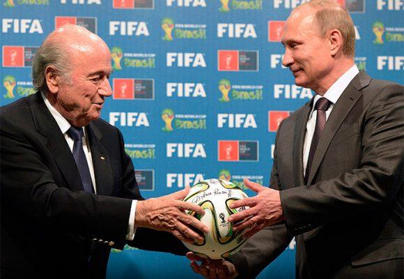 La reaparición de Blatter en el Mundial ad portas de la cárcel