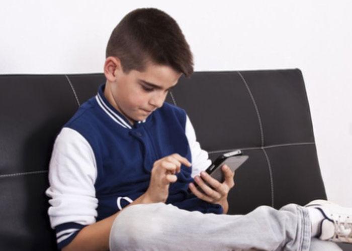 Prohibamos el celular en la escuela