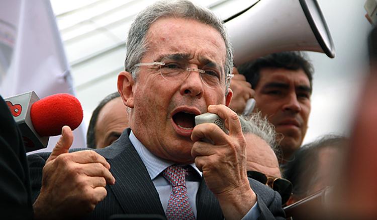 Uribe y su autodefensa