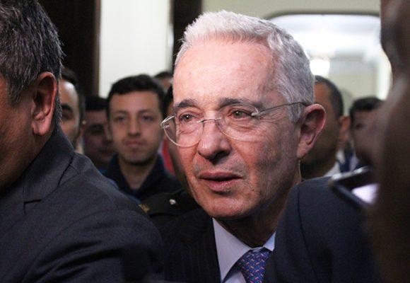 Álvaro Uribe Vélez: pactar con el diablo