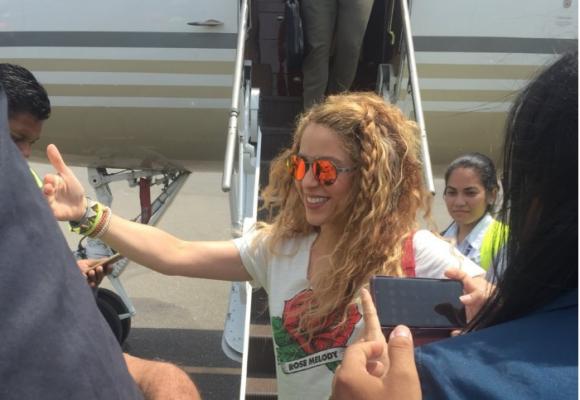 El accidentado vuelo de Shakira después del concierto inaugural