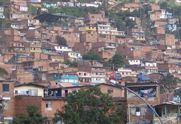 Estrategias para combatir la violencia en la comuna 13 de Medellín