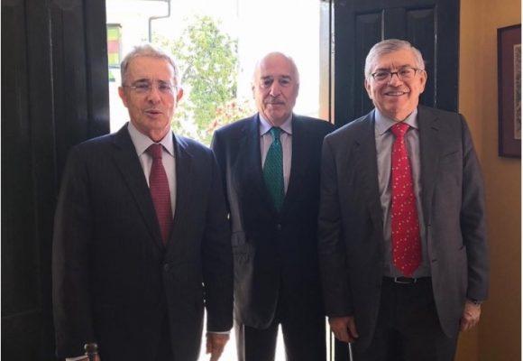 Tres expresidentes poniendo contralor
