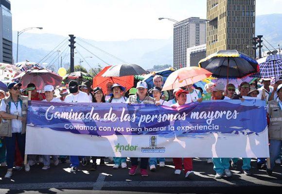 Medellín rompe Guinness Record con los abuelos de la ciudad